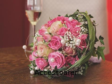 Små dekorationer till blomsterarrangemang och bordsdukning