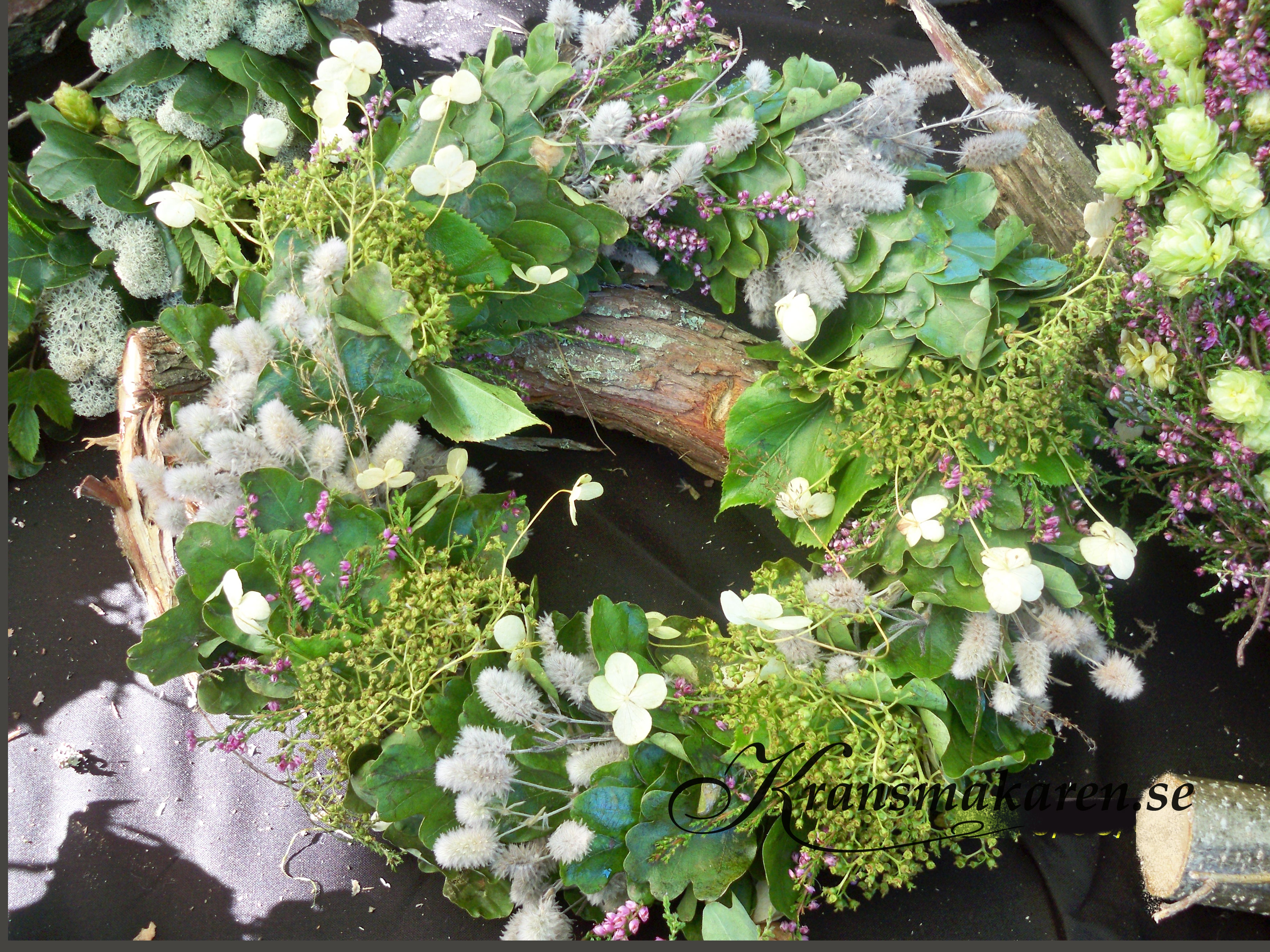 Höstkrans med hortensia, harsvansar, ljung och ekblad