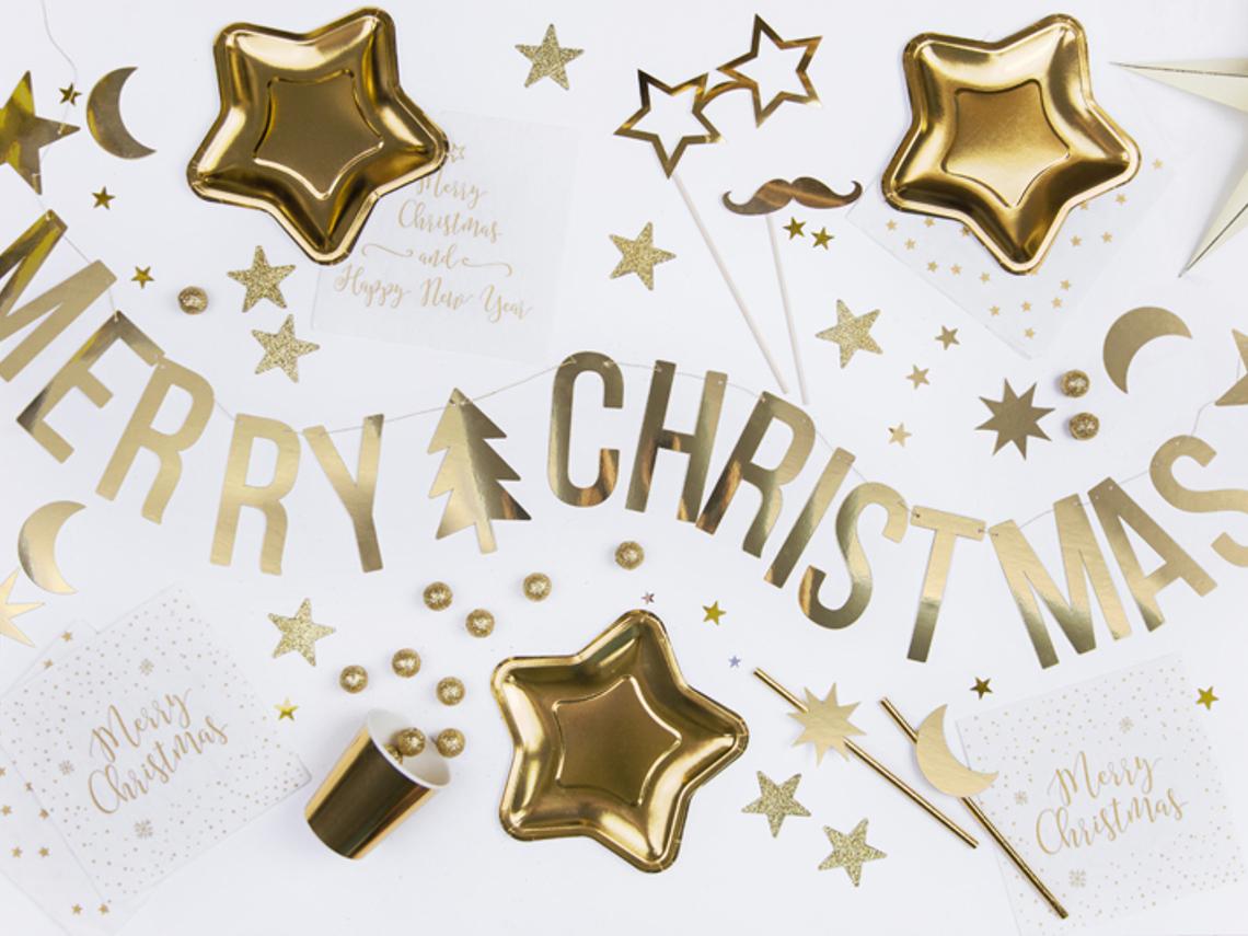 Tallrikar, sugrör och glas för juldukningen